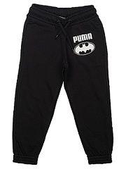 Брюки STYLE Batman Sweat Pants Puma.  Брюки декорированы набивным рисунком c прорезиненными деталями и посажены на пояс с эластичными вставками. Боковые карманы достаточно вместительны. Изделие имеет стандартную посадку.