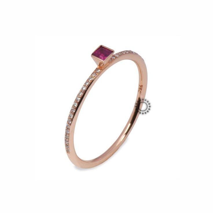 Μονόπετρο δαχτυλίδι ροζ χρυσό Κ18 με τετράγωνο ρουμπίνι & μικρά διαμάντια | Δαχτυλίδια με ορυκτές πέτρες στο e-shop ΤΣΑΛΔΑΡΗΣ στο Χαλάνδρι #ρουμπίνι #μονόπετρο #διαμάντια #δαχτυλίδια