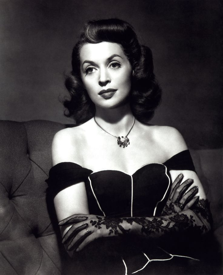 Lilli Palmer won the Volpi Cup, the Deutscher Filmpreis 3 times, and was nominated twice for a Golden Globe Award. #icon