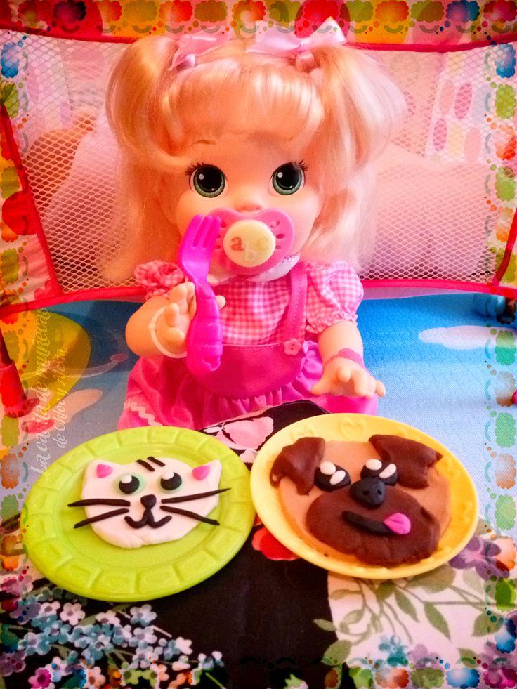 —¡Qué bonitas mami! ¡Muchas gracias! ¡Estas galletitas tienen una pinta deliciosa! Me encantan los gatitos y los perritos (-^o^-) (Baby Alive Snackin' Sara o Sara comiditas divertidas)