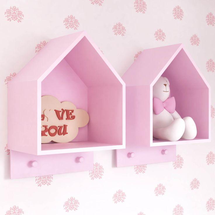O Nicho Casinha Duplo com Cabideiro Rosa é um mimo para o quarto de bebê rosa! Esse acessório pra lá de fofinho fica uma graça para organizar e decorar o ambiente com muita criatividade!