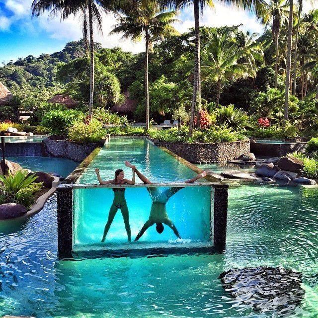 世界に目を向けると、息を飲むような美しいプールがたくさん見つかります。一度は泳いでみたい、非日常的でフォトジェニックなプールを10箇所ご紹介します。