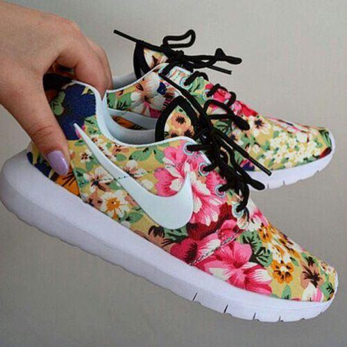 Nike Womens Aztec Print Roshe Run