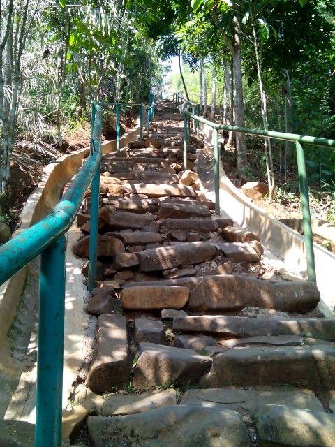 Tangga menuju puncak Gunung Padang
