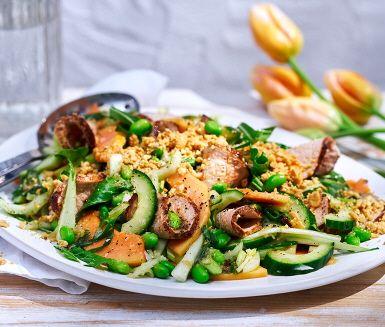 Marinerad fläskytterfilé i en sallad med papaya och jordnötter, det har dina gäster kanske inte provat förut. Kanske inte du själv heller? Ett exotiskt och spännande salladsrecept med asiatiska tendenser.