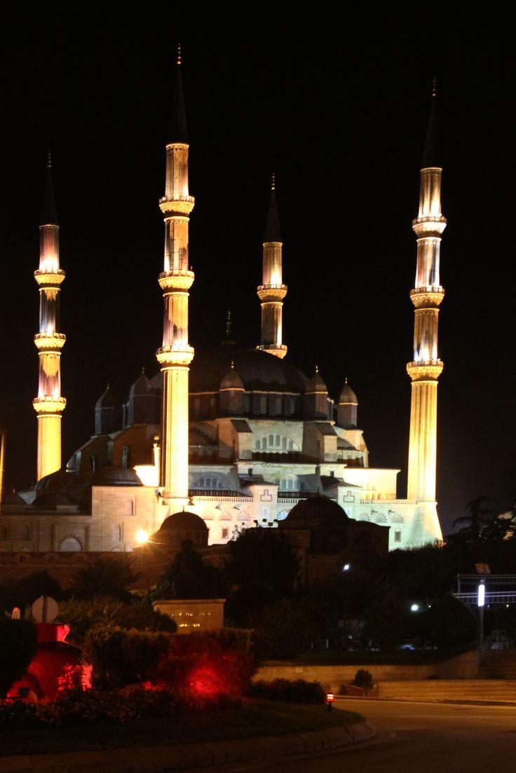 Moskee in de avonduren in Edirne (Turkije)