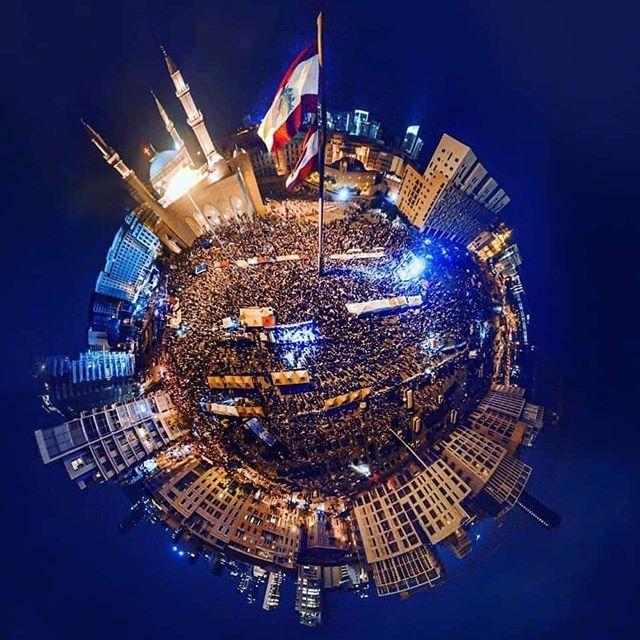 ساحة الشهداء بيروت لبنان ينتفض Happy Independence Day Happy Independence Independence Day