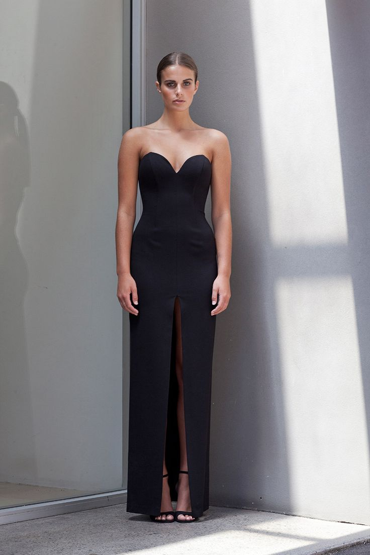 A show stopping floor length gown sure to turn heads, the No Limit Split Ponte Dress oozes appeal. Available in chic nude or classic black, this strapless design features a dramatic split which showcases the perfect amount of leg.