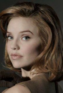 Kelli Garner was born on April 11th, 1984 in Bakersfield, California, USA - IMDb http://www.imdb.com/name/nm0307726/