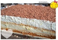 ciasto bez pieczenia (herbatniki,masa krówkowa, masa budyniowa, po schłodzeniu bita śmietana  i wiórki utarte z gorzkiej czekolady...