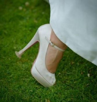 Outdoor wedding.  Clean Heels - Heel Stoppers the essential accessory for you and your guests