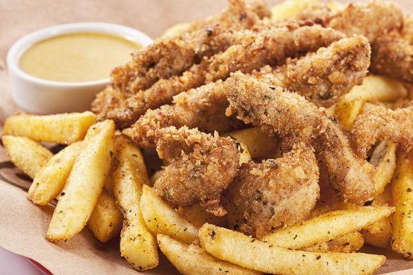 Ha unod már a sima rántott csirkét, muszáj kipróbálnod a fűszeres, tepsiben sütött szárnyakat.
