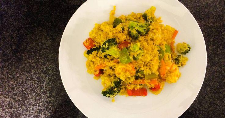 Fabulosa receta para Bulgur con wok de verduras y langostinos. La primera vez que probé a hacer Bulgur la hice con esta receta sacada un poco de la manga, vale para cualquier otro tipo de semilla: quinoa, mijo, etc o incluso con un arroz, yo recomendaría uno de grano largo, tipo basmati.