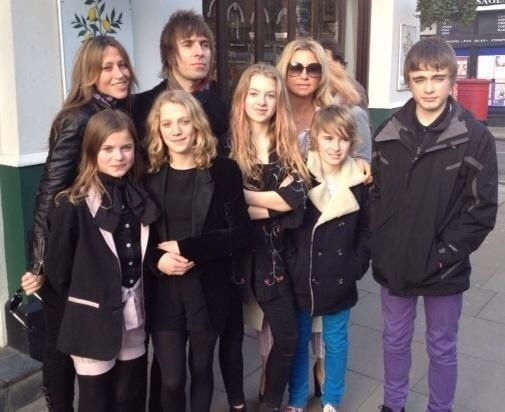 Nicole Appleton, Liam Gallagher, Anais Gallagher, Meg Mathews, Gene Gallagher, Lennon Gallagher, and two of Anais's friends. Wish Noel was there!