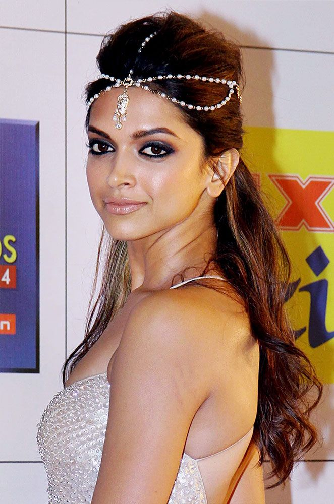 Deepika Padukone at the Zee Cine Awards 2014