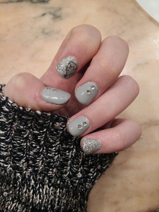 Grey winter nails <3