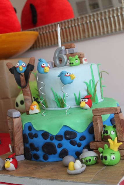 Cake at a Angry Birds Party #angrybirds #partycake