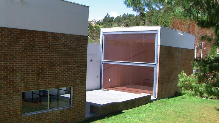 Exterior Sede social Gimnasio y Cancha de squash  http://www.bosquesdelencenillo.com