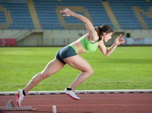 Sprint-intervall edzések a hatékony alakformálásért  Az ősembernek gyakran kellett teljes sebességgel a zsákmány után rohannia, vagy éppen menekülnie egy vérszomjas ragadozó elől, ezenkívül a nehéz tárgyak emelése, cipelése és a fáramászás is egy ősi mozgásfajta, melyek mindegyike komoly erőt, gyorsaságot igényel. Van tehát paleos alapja a mostanában divatos rövid, intenzív sprint-intervall edzéseknek.