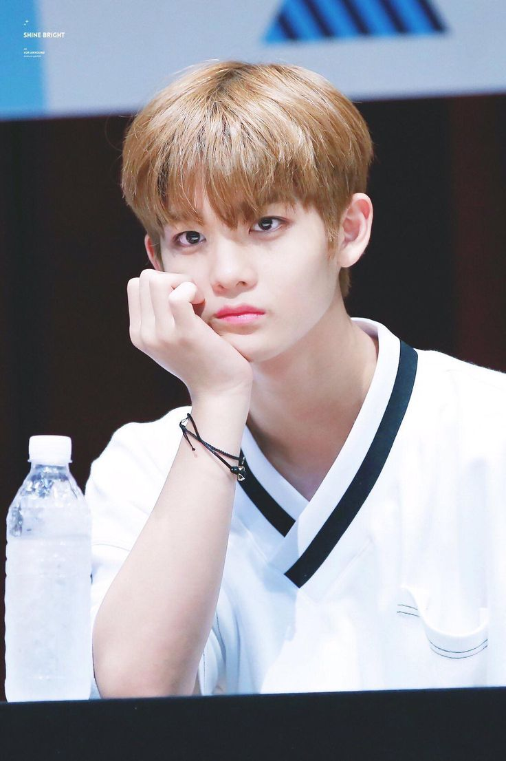 Bae Jinyoung spaced out xD