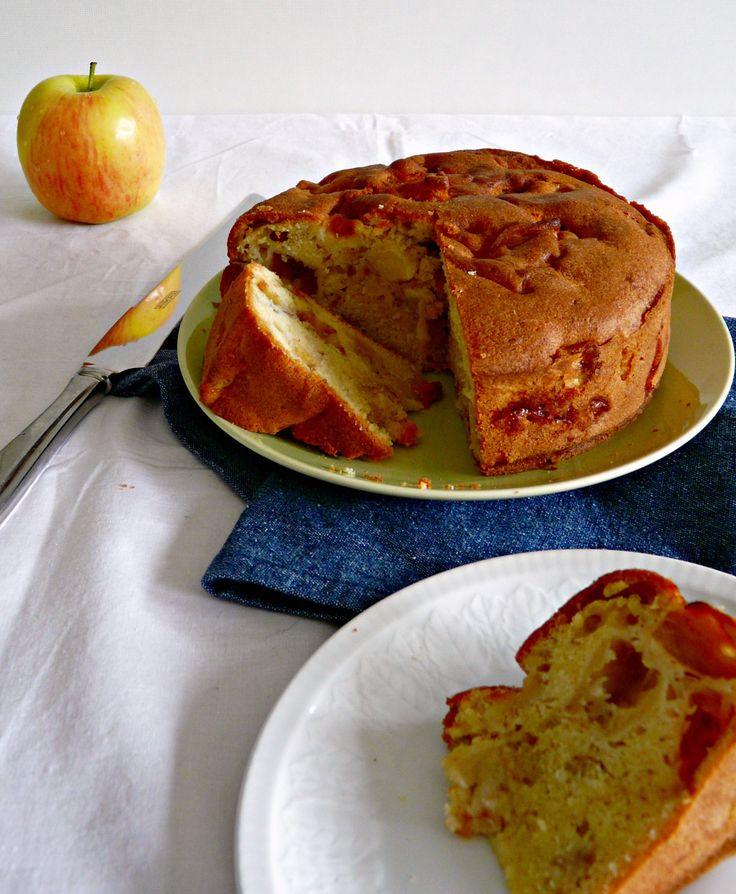 Een lezeres vroeg ons of je een appelcake met lekker veel verse appel kunt bakken in de airfryer. Wij denken van wel en nemen de proef op de som.
