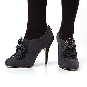 Wear Brooch on Shoes