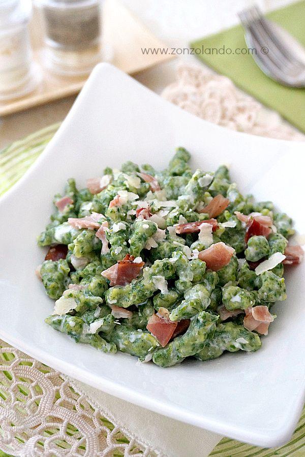 Spätzle verdi agli spinaci con panna e speck - Spinach spatzle (german gnocchi) with cream and smocked ham | From Zonzolando.com