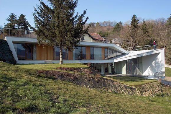 Casa de arquitetura moderna da empresa de arquitetura austríaca – design raramente dobrada