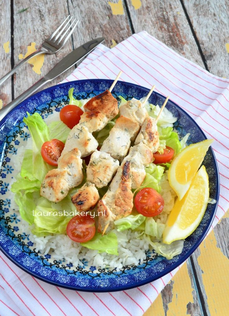 Laura Kookt: Souvlaki met rijst en salade - Laura's Bakery - Greek chicken souvlaki