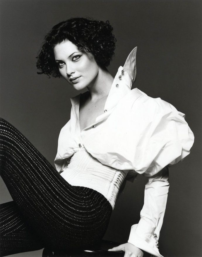 Fondazione Gianfranco Ferré / Collections / Woman / Prêt-à-Porter / 1994 / Fall / Winter