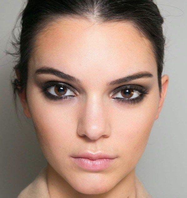 cliomakeup trucco nero occhi elegante sexy eyeliner mascara ciglia kendall jenner beauty by. Black Bedroom Furniture Sets. Home Design Ideas