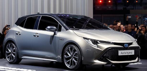 Toyota Auris dá pistas de como será novo Corolla híbrido flex brasileiro