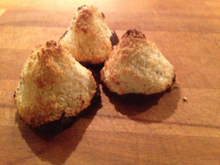 Hvad byder du uventede gæster ? :-) ikke gevalia men disse dejlige kokostoppe med marcipan. Opskriften har jeg tyvstjålet fra blomsterberg. Jeg er en stor tilhænger af hendes opskrifter da jeg syntes at de altid bliver gode. Marcipanen gør at de får en dejlig konsistens og lækker smag. Da jeg havde lidt travlt nåede min…