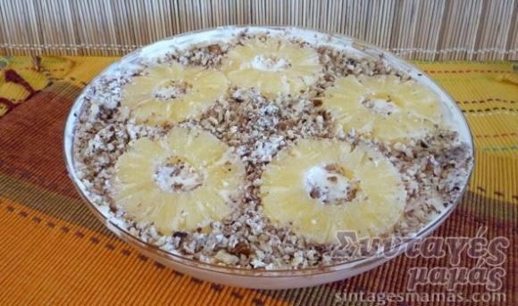 Sweet with yogurt, pineapple, whipped cream - Γλυκό με ανανά, γιαούρτι και σαντιγί