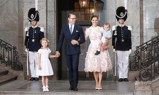 Estelle, Daniel, Victoria and Oscar celebrate her 40th birthday 14 Jul 2017