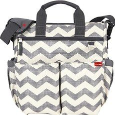 Free Diaper Bags (by Mail) New and expecting moms can get a free diaper bag from the major infant formula companies. These diaper bags come filled with fre