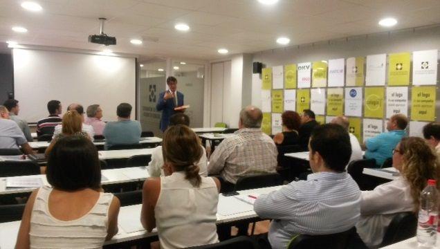 Nuestro formador @jordi_mayol en el Colegio de Mediadores de Murcia, con la ponencia 'Comunicación Eficaz en Tiempos de Crisis' #formación