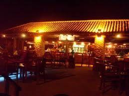 RESTAURANTE/BAR CAFE DEL MAR EN CARTAGENA Café del Mar, es un restaurante bar ubicado encima de las murallas de Cartagena. Es famoso por sus atardeceres por que tiene vista al mar hacia el occidente.  Ingresa a www.look4plan.com y encontrarás más detalles de este restaurante, Para que armes un plan aquí con tus amigos.