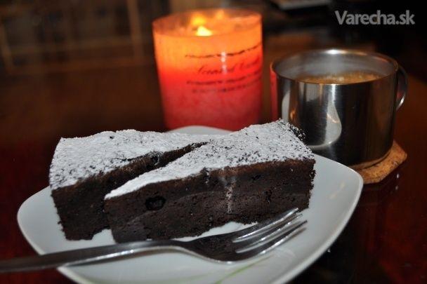 Je to výborná, jednoduchá torta bez múky a hlavne čokoládová :-)   inšpiroval ma taliansky kuchár :-)