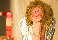 Mit der weihnachtlichen OBI Selbstbauanleitung ist das Weihnachtspostkarten-Halter schnell und einfach selber gemacht.