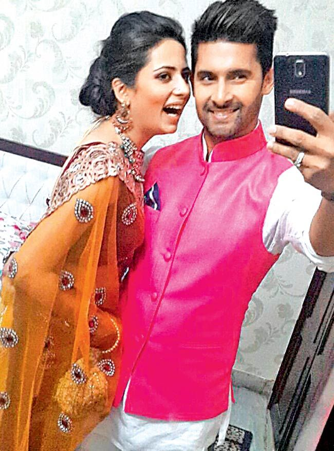 Ravi Dubey and Sargun Mehta clicking selfies #Style #Bollywood #Fashion #Beauty