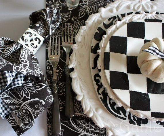 Elegant and stylish Black And White Thanksgiving table decorationWhite Tables, Tables Sets, Fall Decor, Black And White, Fall Yall, Halloween Tablescapes, White Pumpkins, Thanksgiving Tables, Tables Decor