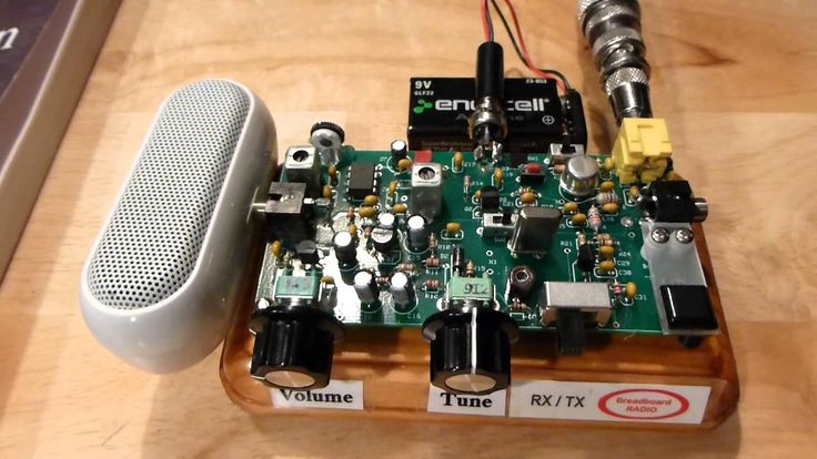 Splinter Breadboard Transceiver - This is a demo of the Splinter 40-Meter Breadboard Transceiver. It gives a brief description of the transceiver and demos it in receive and transmit. Enjoy. 73's from Rick, WB3BIQ.