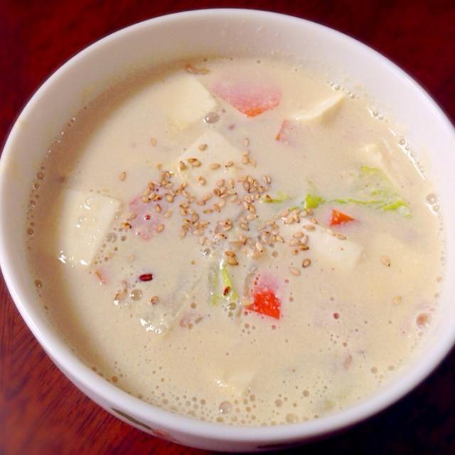 家に雑穀米のおにぎりがあって、豆乳が余ってたので♪ - 4件のもぐもぐ - 雑穀米入り豆乳スープ by mamimumemo0o