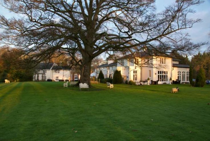 Discount UK Holidays 2017 Chester Spa Stay with Drink Voucher & Breakfast for 2 £69 (at Hallmark Hotel Llyndir Hall, Chester South) for an overnight stay for two people with breakfast, drink voucher and late check out - saving up to 50%