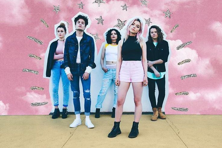 """HEY VIOLET (@heyviolet) auf Instagram: """"this minnesota chill is quite refreshing. wishing the sky was pink rn. @savanaogburn made dis look…"""""""