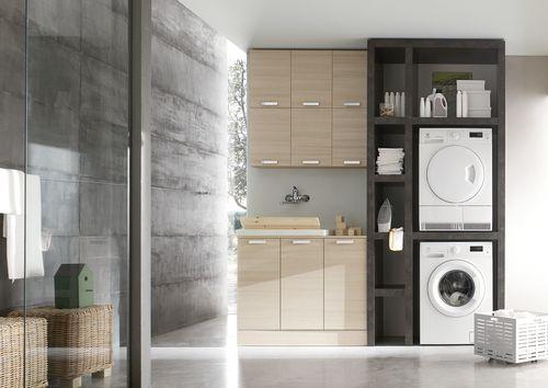 Arcom W&B #lavanderia con #lavabo in ceramica completo di colonna p.lavatrice/asciugatrice. L.218 p.51 in larice bicolore ecrù e spalla Unicolor Cesar brown