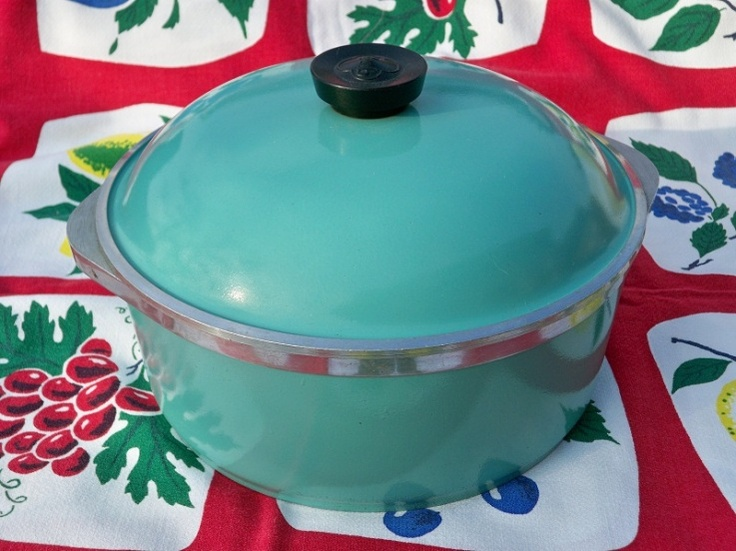 Vintage 1950s Turquoise Enameled Dutch Oven Cookware ---How can it be??? I have this and cook with it all the time!