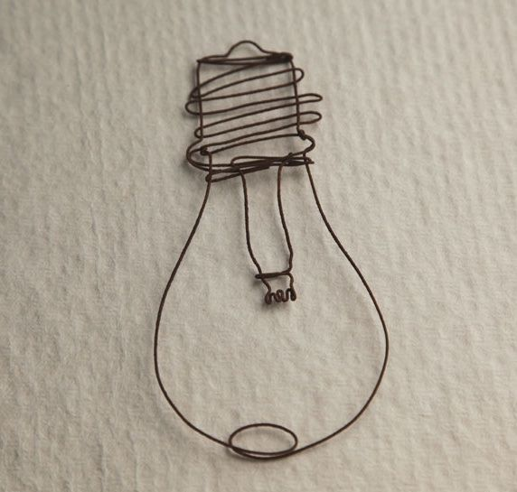 wire lightbulb creative ideas pinterest ampoules art et art au fil de fer. Black Bedroom Furniture Sets. Home Design Ideas