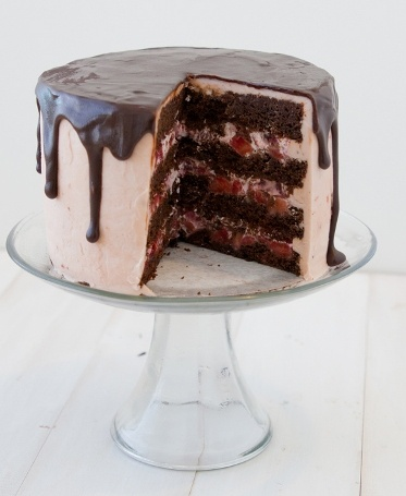 Strawberry & Chocolate Cake @Abigail Phillips Johnson I want this for my bday!